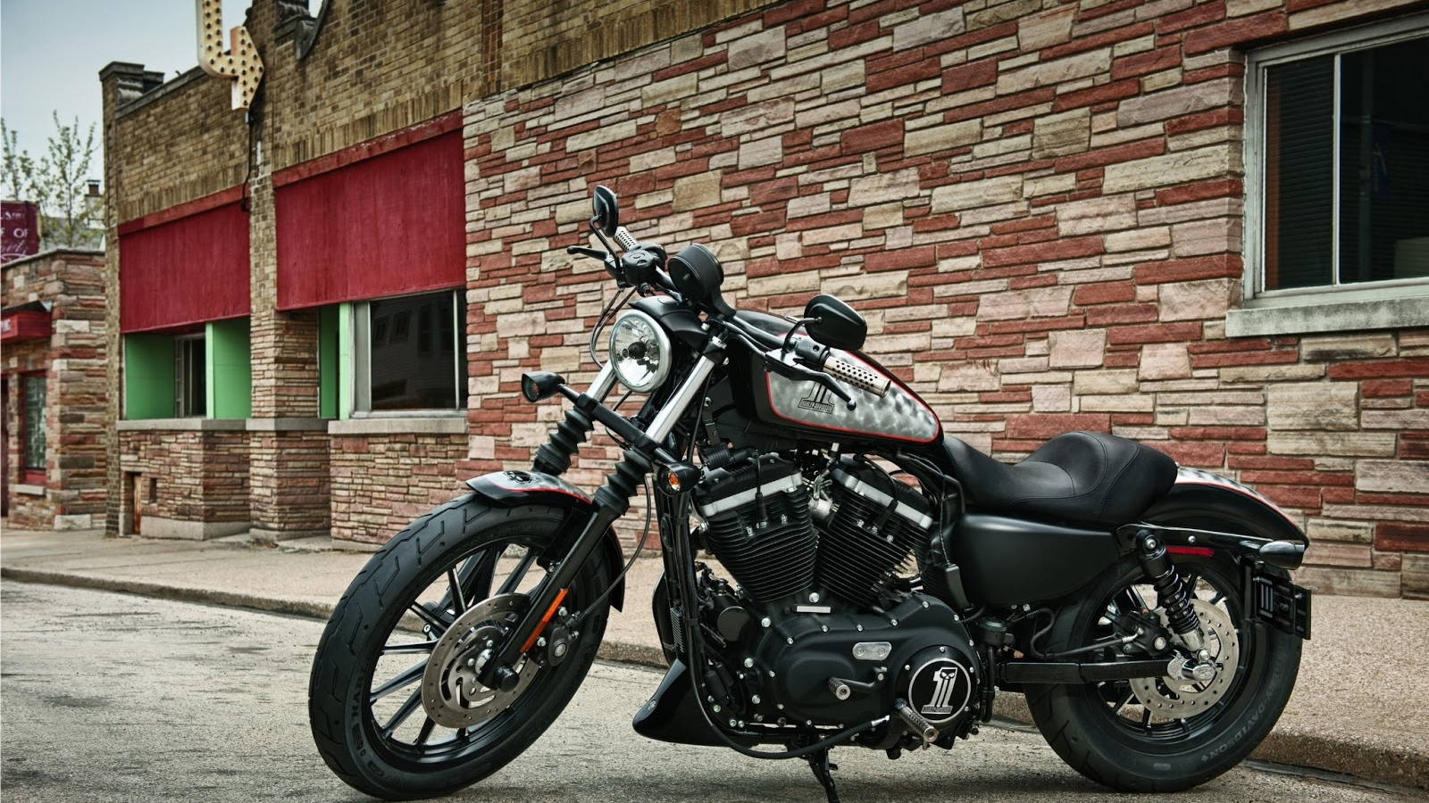 Harley Davidson Iron 883 Wallpapers