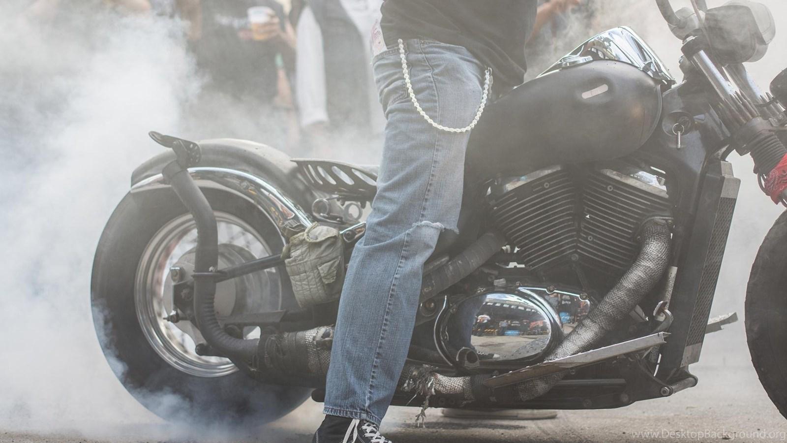 Smoky Burnout on a custom Bobber