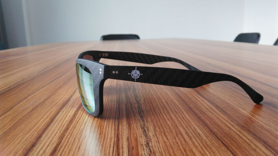 carbon-fiber-sunglasses-600-2