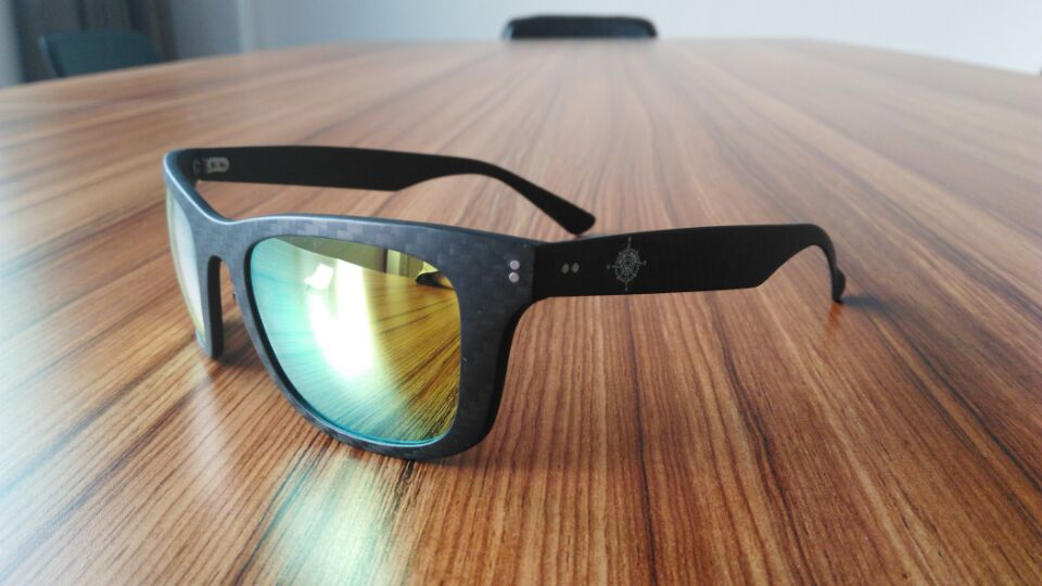 carbon-fiber-sunglasses-600-3